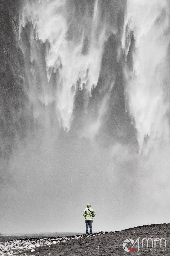 Skogafoss, immagine catturata a 450mm per donferire maggiore immanenza alla cascata